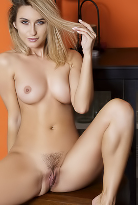 Cara Mell Getting Naked And Shows Her Pretty Pussy