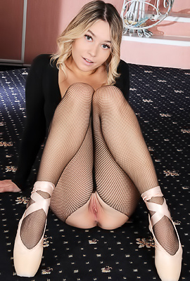 Angelina Ash Spreads Her Long Legs Wide